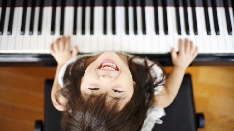 عشرة فوائد للموسيقى على الأطفال