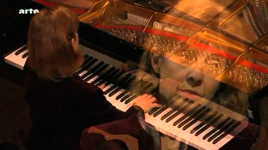 Marcello BACH Adagio – Piano: Anne Queffélec