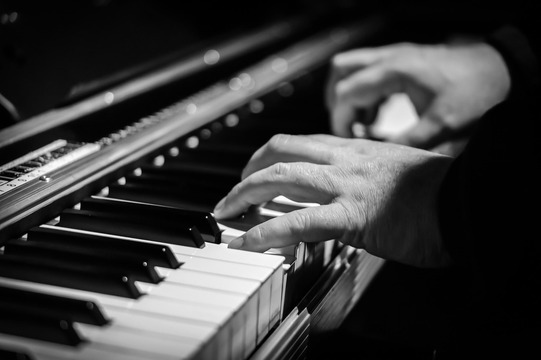 موسيقى باخ بيانو