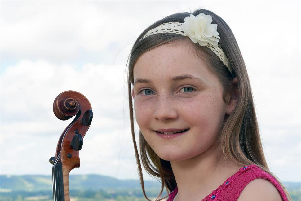 "Alma Deutscher 15-year-old prodigy .. ""A new Mozart"" has come?"